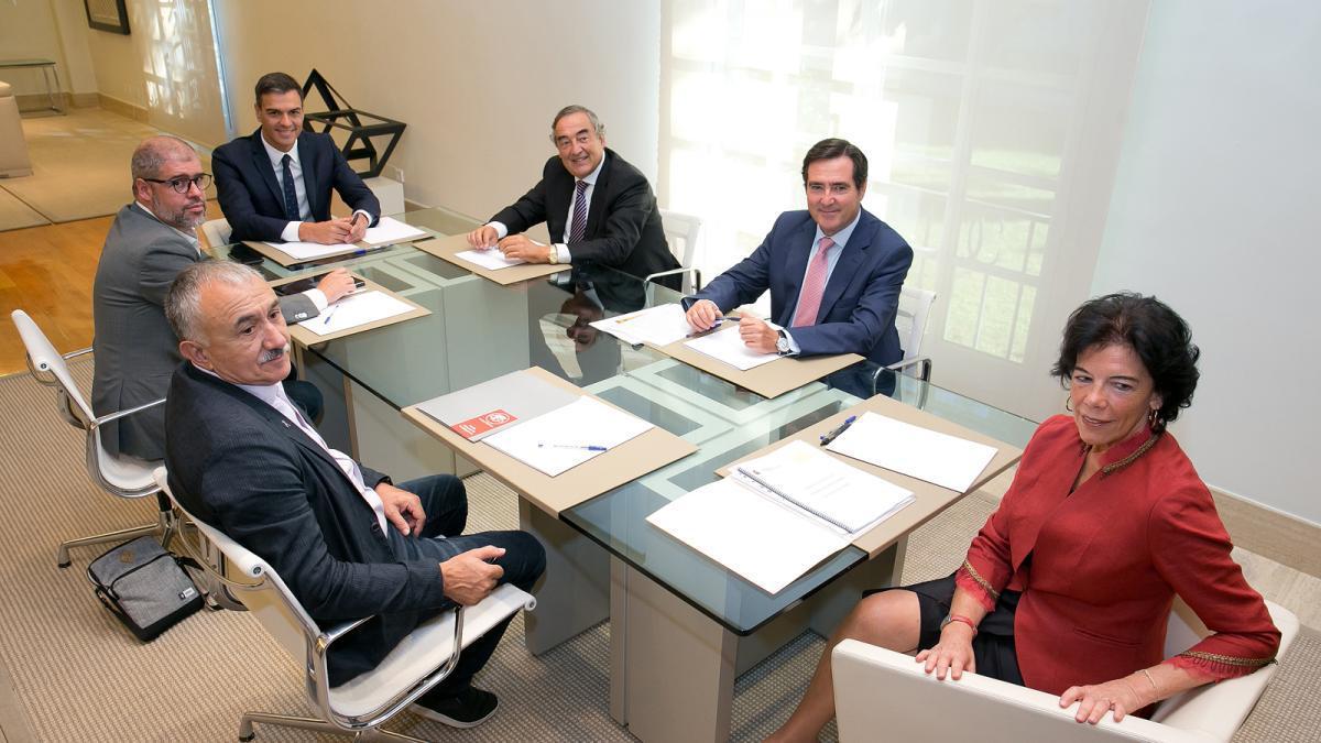 Reunión de agentes sociales con Pedro Sánchez e Isabel Celaá.
