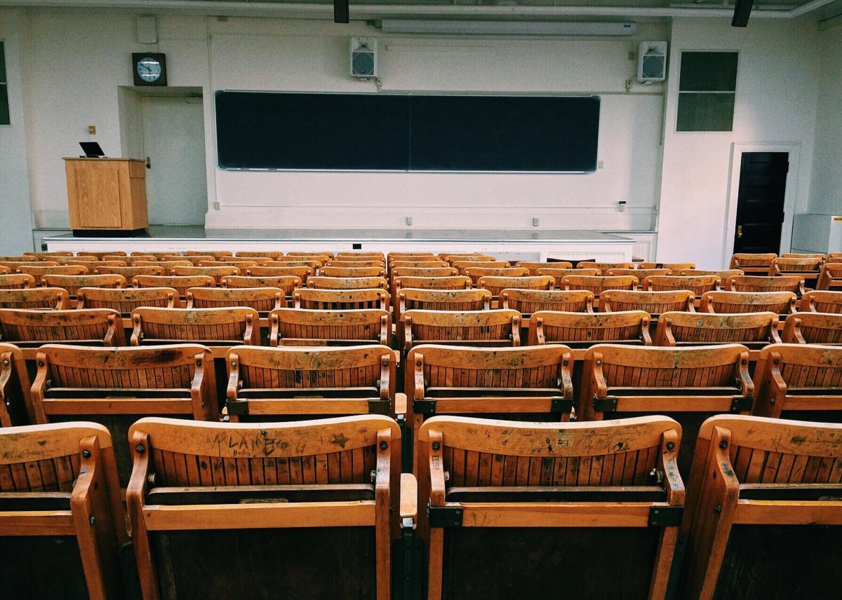 Imagen de archivo. Aula de universidad.