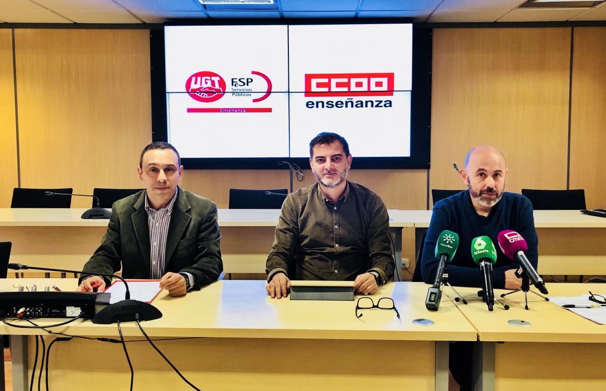 Jesús Gualix, de FesP-UGT, y José Antonio Rodríguez y Pedro Ocaña, de FECCOO.