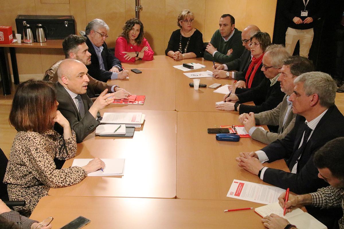 Reunión entre el Área Pública de CCOO con el grupo parlamenario del PSOE, junto a representantes de UGT y CSIF.
