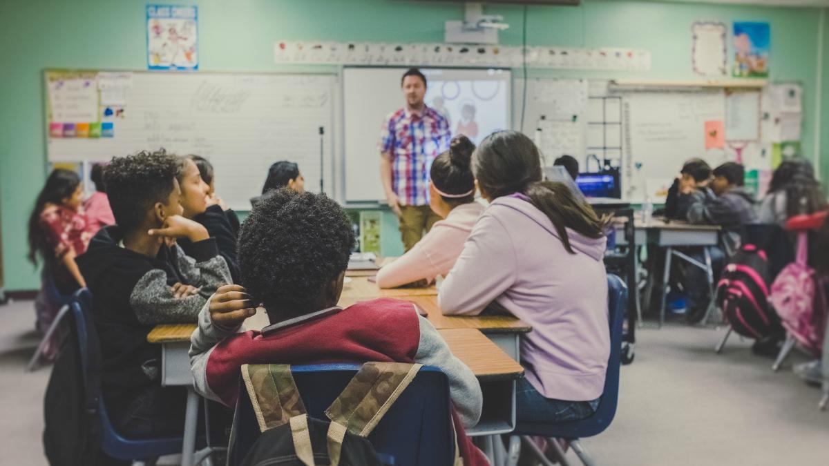 La educación permance sumida en la crisis, según la OCDE